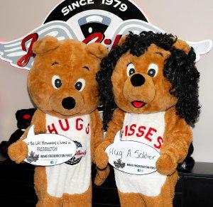 Hugs and Kisses -3876